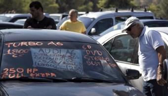 Los vendedores en la frontera norte, esperan incrementar la importación de vehículos usados (GettyImages/Archivo)