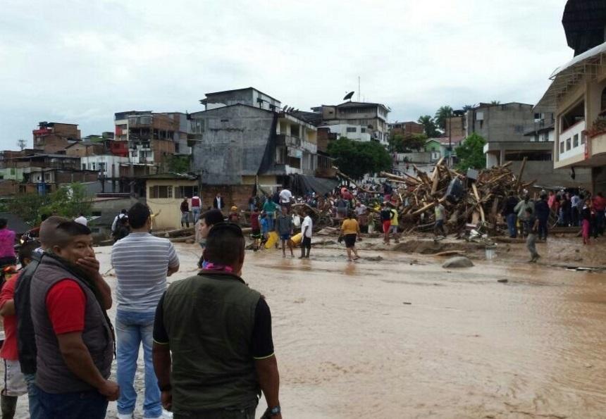 Una avalancha ocurrida en Mocoa, capital del departamento del Putumayo, en el sur de Colombia, por el desbordamiento de un río (Twitter @GuidoDelgadoC)