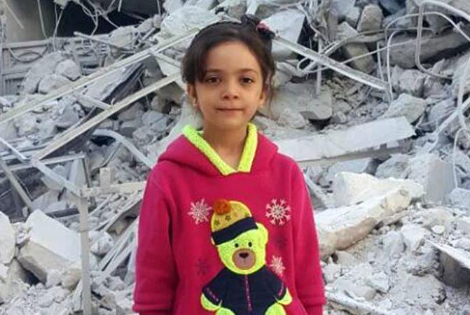 Putin y Bashar bombardearon mi escuela, mataron a mis amigos y robaron mi infancia, escribió la menor (Twitter @AlabedBana)