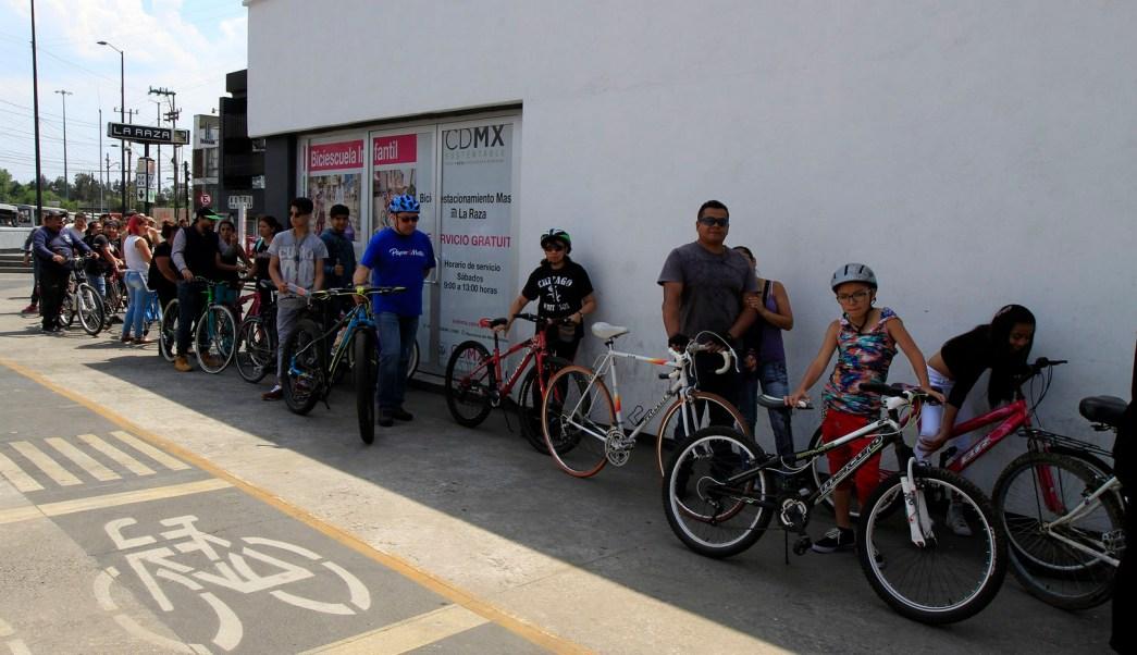 Capitalinos recorren en bicicleta calles de la CDMX. (Archivo/ Notimex)