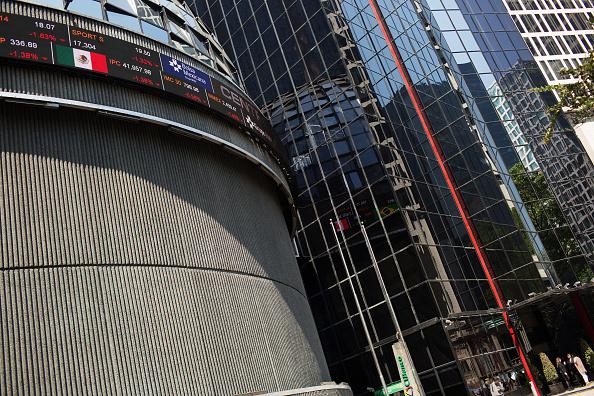 Sede de la Bolsa Mexicana de Valores; el IPC avanza en la apertura (Getty Images, archivo)
