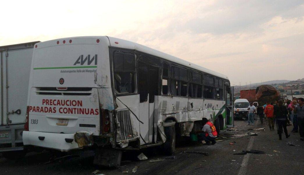 El accidente ocurrió alrededor de las 19:00 de la noche del viernes. (Twitter: @PoliciaFedMx)