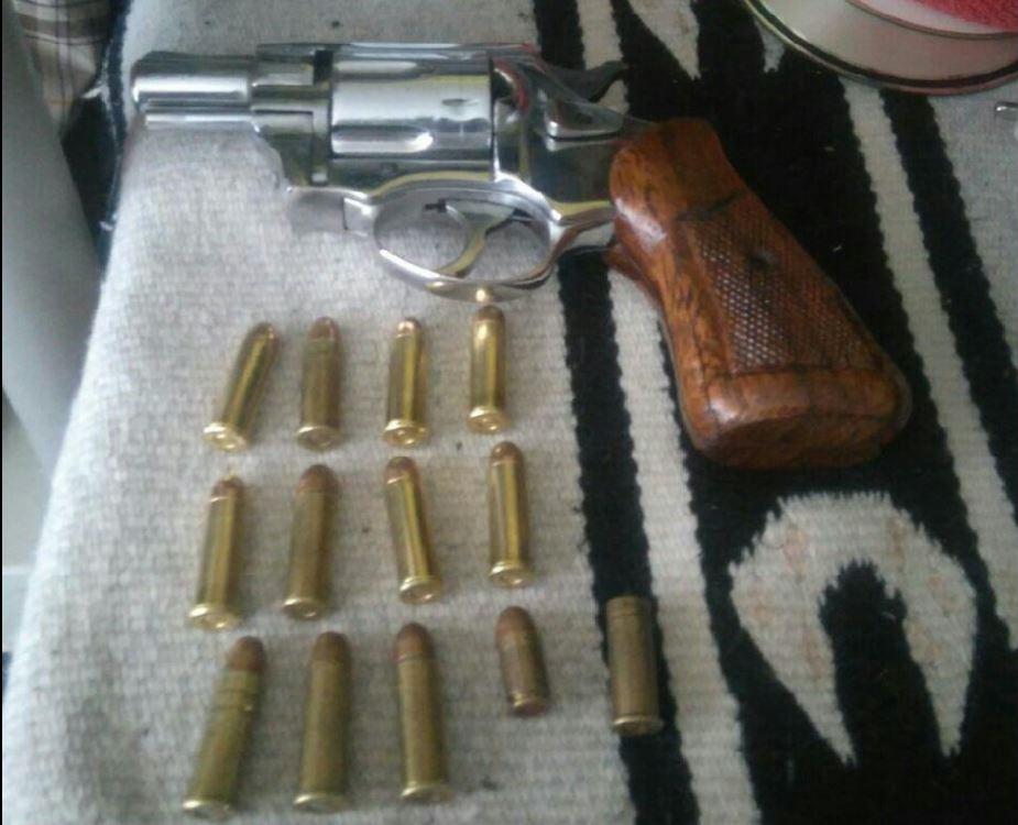 Arma asegurada tras cateo de un inmueble en la delegación Álvaro Obregón (Twitter @PGJDF_CDMX)