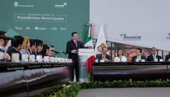 En el evento realizado en Toluca, Estado de México, el titular de Gobernación aclaró que tiene instrucciones del jefe del ejecutivo, para respaldar a los gobiernos municipales (Twitter/@osoriochong)