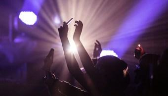 El hombre no respondía cuando llegó el momento de pagar a las bailarinas en el club (Getty Images/Archivo)