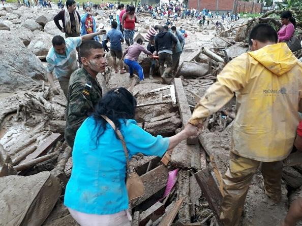 Socorristas de la Cruz Roja y de la Defensa Civil se encuentran en la zona apoyando las labores de búsqueda (Getty Images)