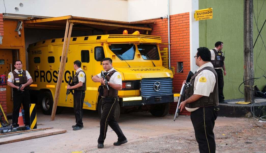 Como de película, un comando armado robo millones a una empresa de valores en Paraguay.
