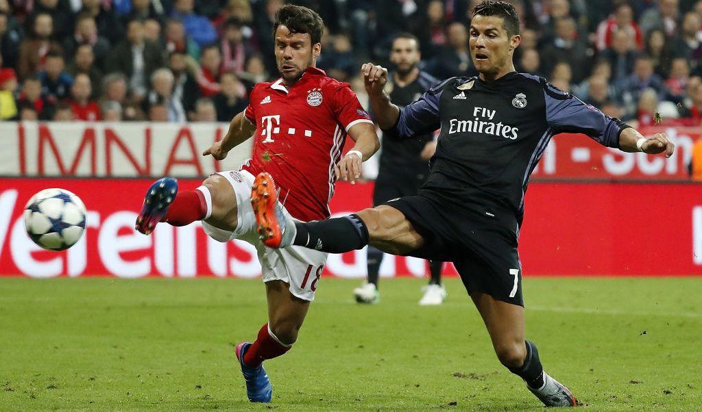 Cristiano Ronaldo logró su gol 100 en competencias europeas.