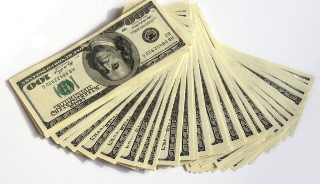 Este lunes el dólar se vendió en 19.54 pesos en bancos capitalinos. (Notimex/Archivo)