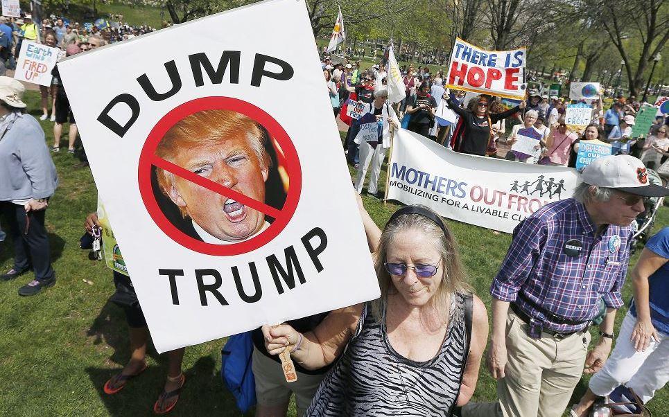 Miles de personas en Estados Unidos protestan contra Donald Trump. (AP)