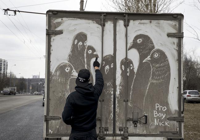 El artista callejero Nikita Golubev en Rusia