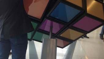 El enorme cubo de Rubik fue creada para que jueguen con el los estudiantes y otras personas en la Universidad de Michigan.