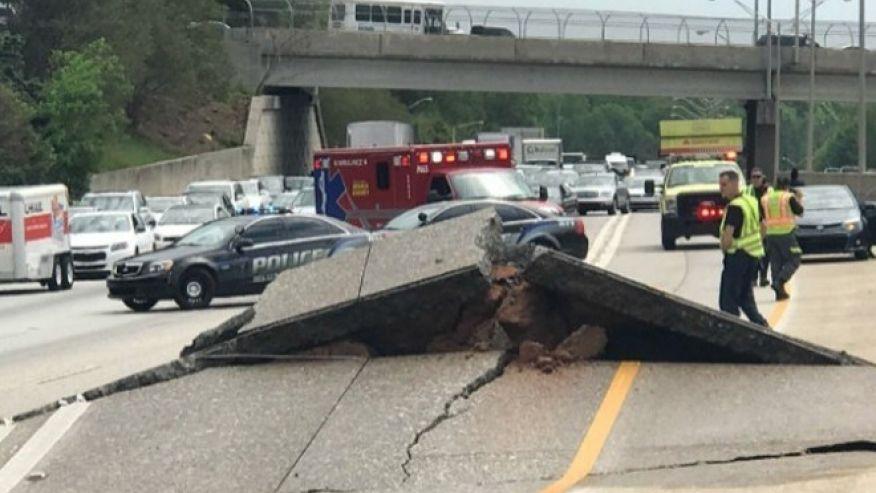 El pavimento en la Interestatal 20 con dirección oeste de Atlanta presentó varias cuarteaduras y se levantó.