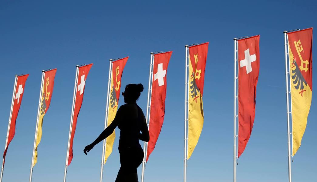 El verano pasado, una mujer fue multada por nadar con los senos descubiertos en el Lago Ginebra.
