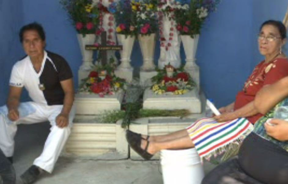 En Domingo de Ramos, habitantes de Juchitán visitan el panteón municipal (Noticieros Televisa)