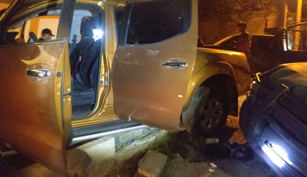 Tras en enfrentamiento aseguraron una camioneta dorada. (Noticieros Televisa)