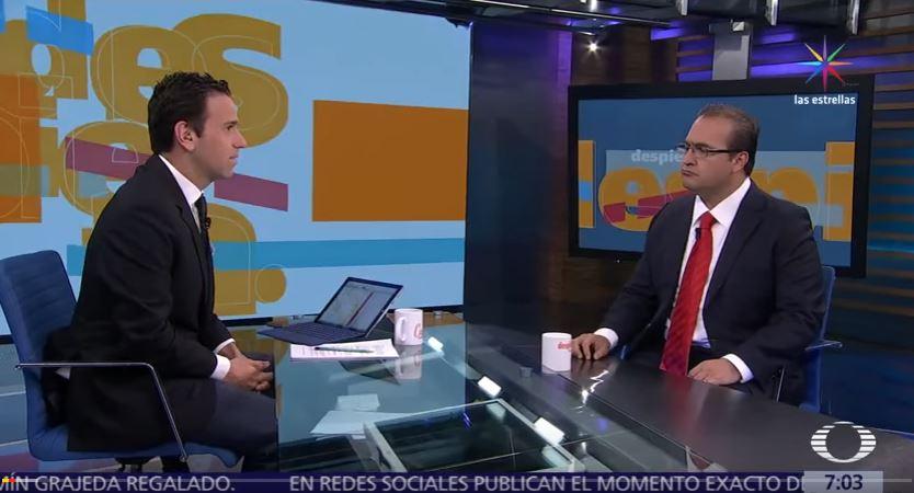En su última entrevista antes de fugarse, Javier Duarte, entonces gobernador de Veracruz, dijo al periodista Carlos Loret de Mola que era inocente. (Noticieros Televisa, archivo)