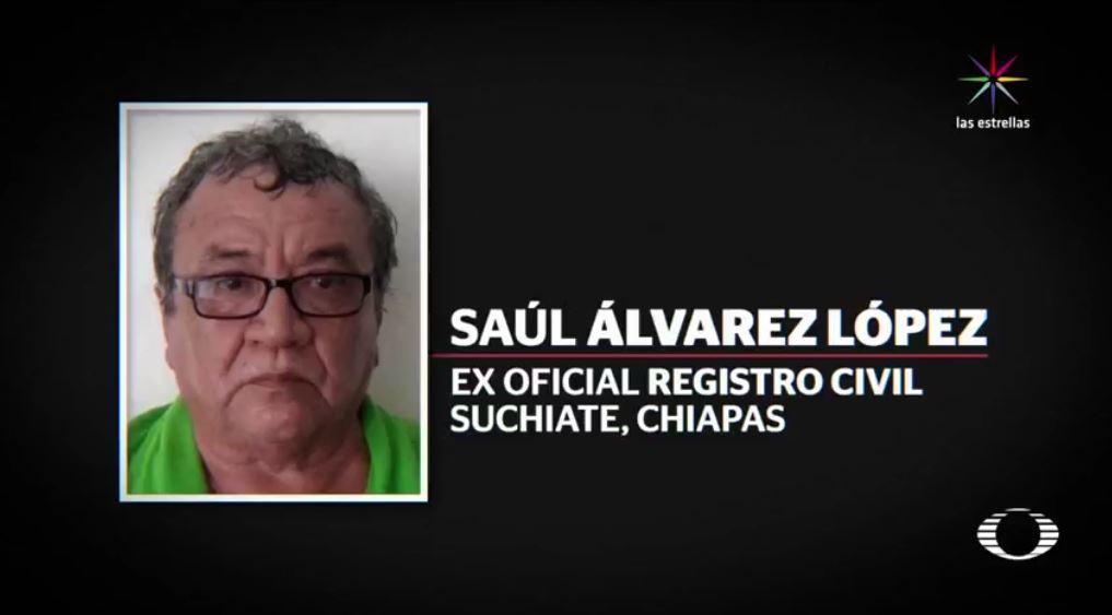 Saúl Álvarez López, ex oficial del Registro Civil de Suchiate, Chiapas, y esposo de la alcaldesa Matilde Espinosa, fue detenido en julio por la expedición ilícita de credenciales para votar y por alterar el padrón electoral; hace un mes fue liberado. (Noticieros Televisa)