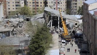 La explosión se registró en un taller de vehículos blindados. (AP)