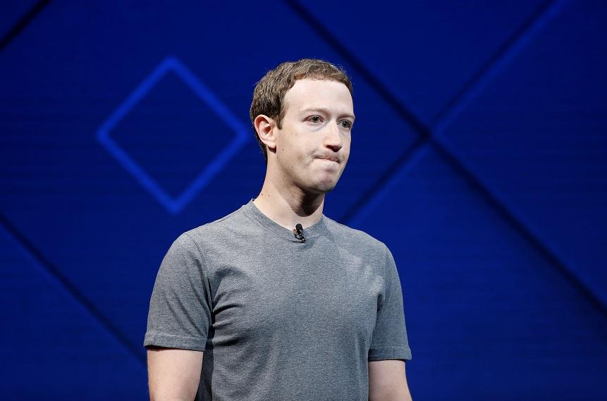 El fundador y CEO de Facebook, Mark Zuckerberg, habla en el escenario durante la conferencia anual de desarrolladores en San José, California (Reuters)