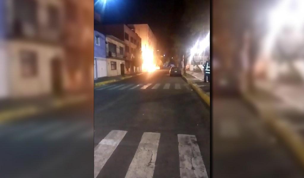Flamazo afecta calles de la colonia Agrícola Oriental (Noticieros Televisa)
