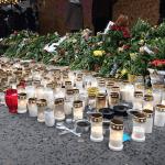 Flores y velas en honor a las víctimas del ataquen en Estocolmo. (Reuters, archivo)