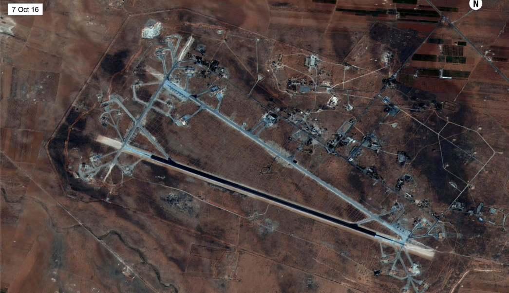 Foto satelital de la base siria atacada por Estados Unidos (AP)