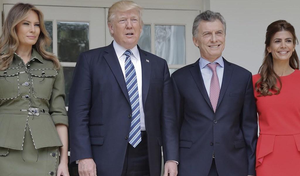 Melania y Donald Trump reciben en la Casa Blanca al matrimonio Macri. (AP)