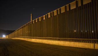 Fragmento de la valla fronteriza de acero en Sunland Park, Nuevo México. (AP, archivo)