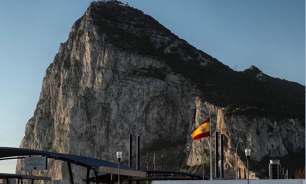 Línea fronteriza de España y Reino Unido en Gibraltar (Getty Images, archivo)