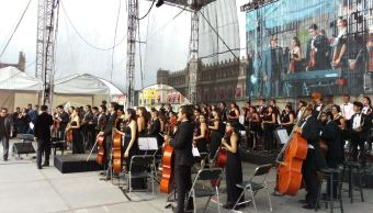 Rinden homenaje a Dámaso Pérez Prado en el Zócalo de la CDMX