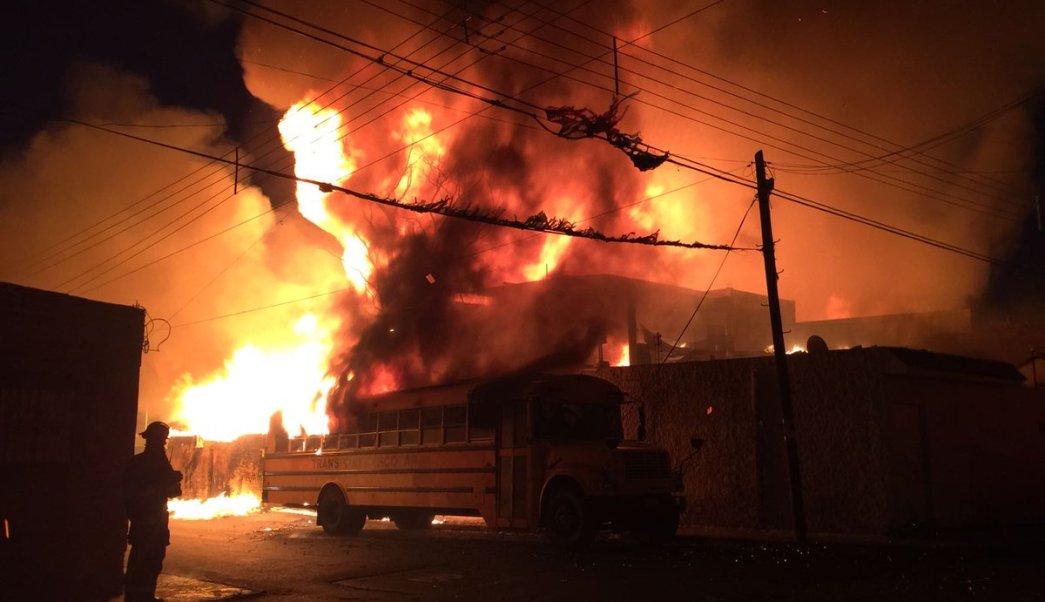 Incendio consume fábrica de tarimas de maderas en Tlaquepaque, Jalisco. (PCTlaquepaque)