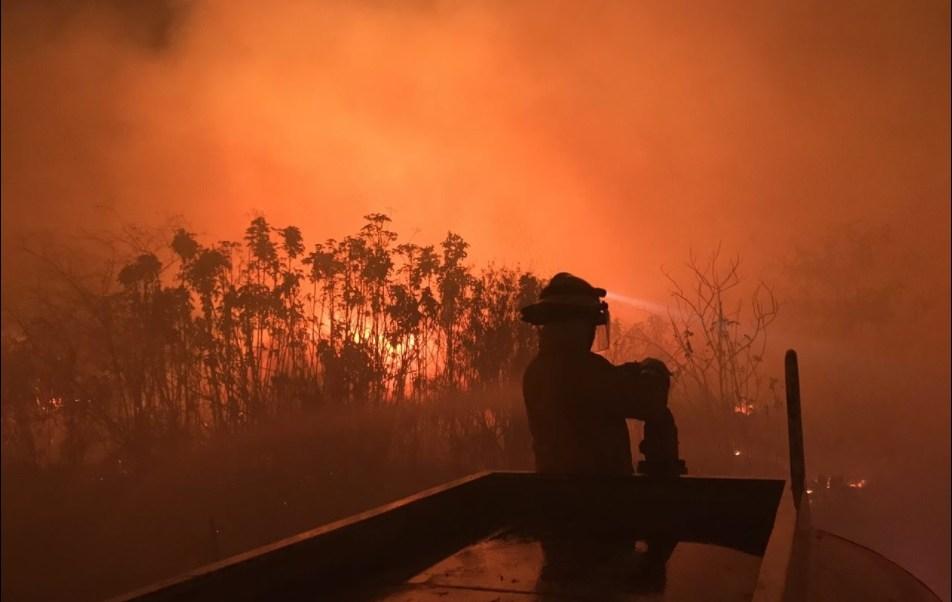 Bomberos de Zapopan atienden incendio en la zona de 'El Bajío' (Twitter @UMPCyBZ)