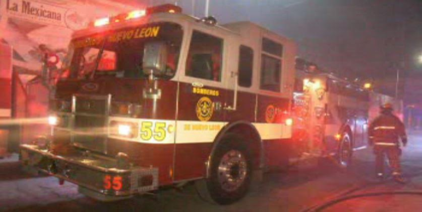 Incendio provocado por un corto circuito consume una bodega de frituras en Monterrey. (Noticieros Televisa)