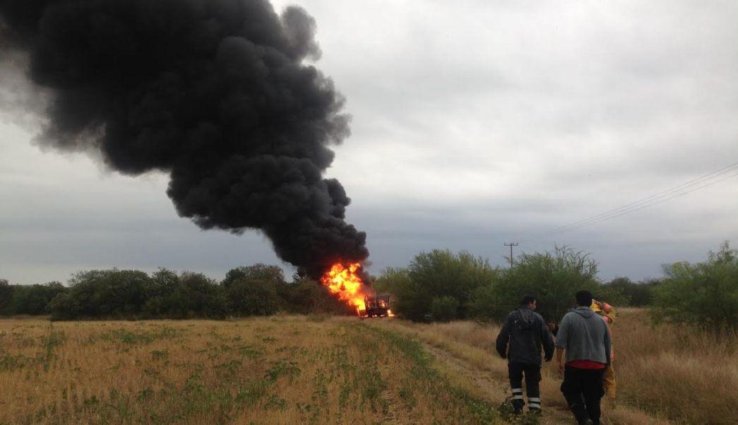 Controlan incendio en toma clandestina de hidrocarburo en Cadereyta, NL. (Noticieros Televisa)