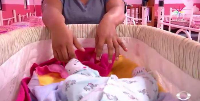 Isabel, menor migrante y madre de dos niños, originaria de Honduras (Noticieros Televisa)
