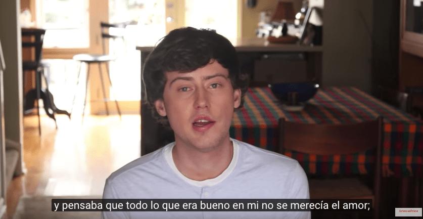 joven narra en video el infierno de ser gay Rusia