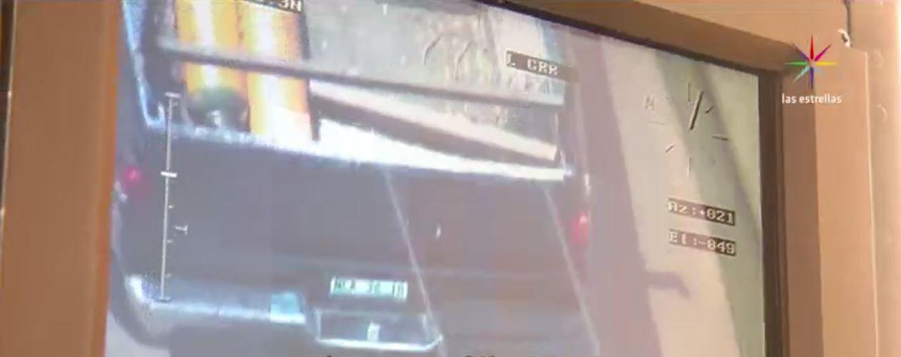 La nueva cámara en el helicóptero Cóndor permite ver las placas de un vehiculo. (Noticieros Televisa)
