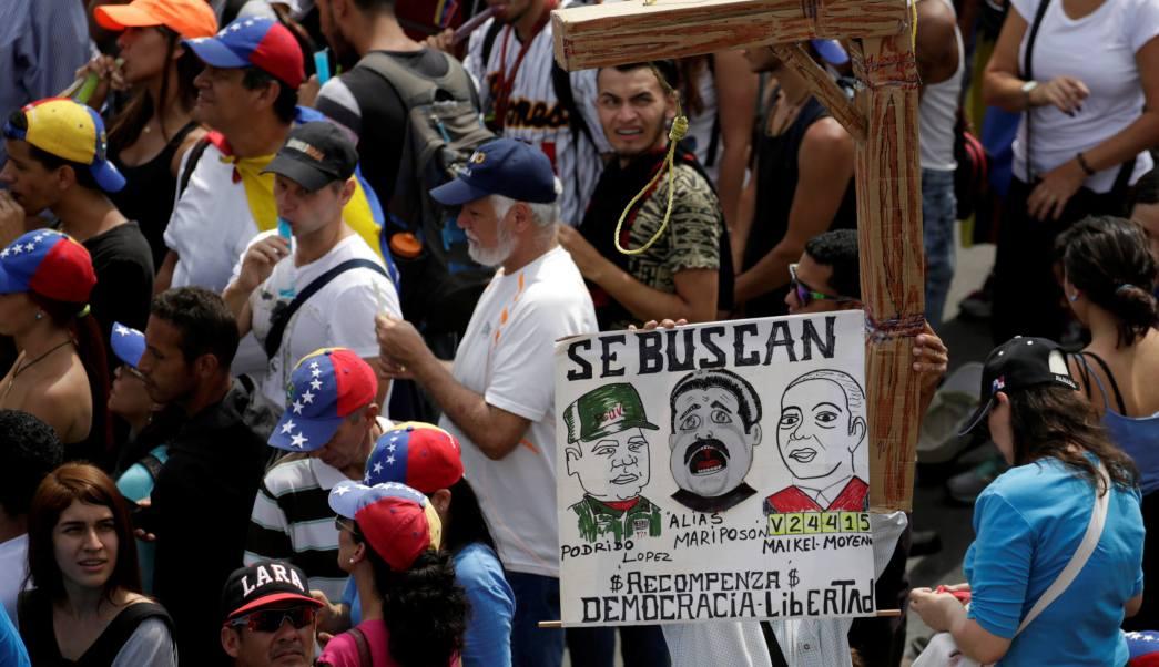 La oposición exige al CNE que convoque elecciones generales para superar la crisis política y económica de Venezuela.
