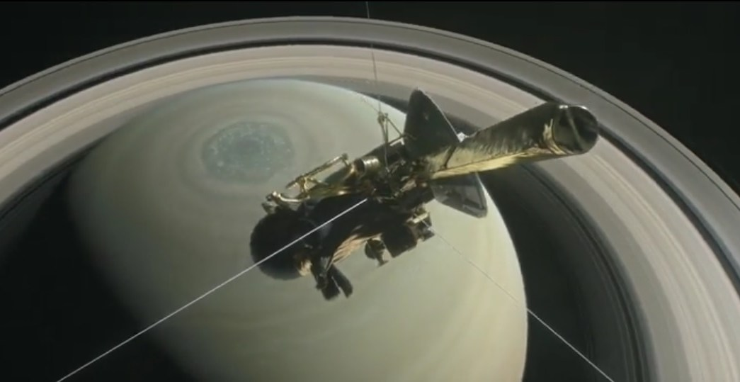 La sonda Cassini hará maniobras para sumergirse en la atmósfera de Saturno.
