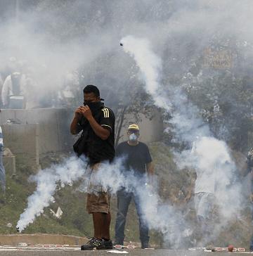 La violencia se ha recrudecido en las calles de Caracas, durante las protestas contra el presidente Maduro. (AP, archivo)