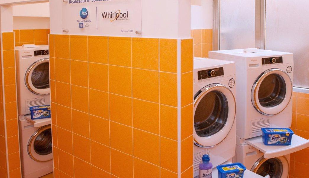 El Vaticano pone en funciones una lavandería que ofrece servicio gratuito a las personas más pobres de Roma. (Twitter/ @santegidionews)