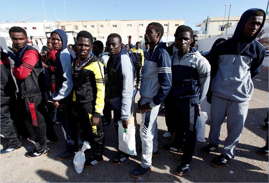 Migrantes africanos indocumentados son repatriados voluntariamente a sus países desde Tripoli, Libia (Reuters, archivo)