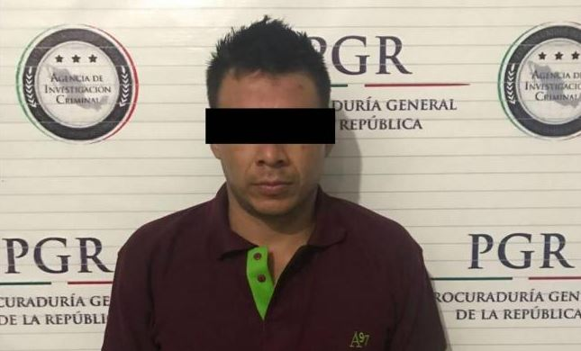 Durante su captura, a Iván Margarito se le aseguró un arma larga y 117 envoltorios que contenían presumiblemente cocaína (Twitter @lopezdoriga)