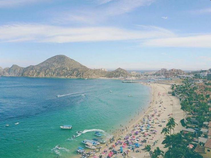 Prestadores de servicios estiman que la afluencia de visitantes a las playas de BCS fue de más de 20 mil personas por día. (Twitter@CabosNews)