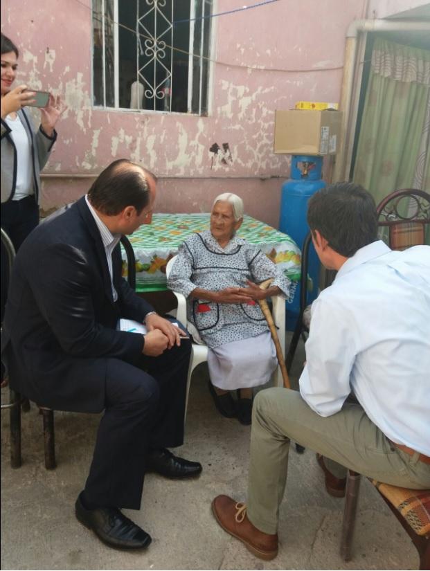 Mujer de 116 años recibe ayuda económica