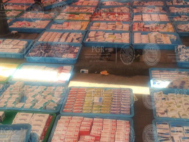 Tres puestos semifijos en la vía pública en Tepito comercializaban las medicinas apócrifas. (PGR)