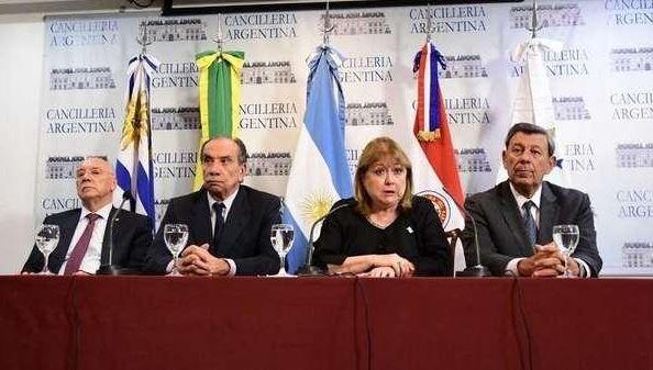 Los cancilleres de Uruguay, Brasil, Argentina y Paraguay emitieron la declaración del Mercosur sobre la crisis en Venezuela. (Twitter@clarincom)