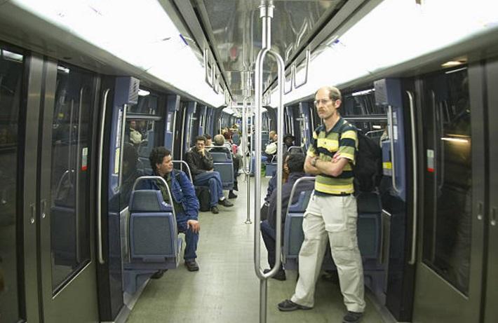 Esta imagen muestra el interior del metro de París, Francia (Getty Images)