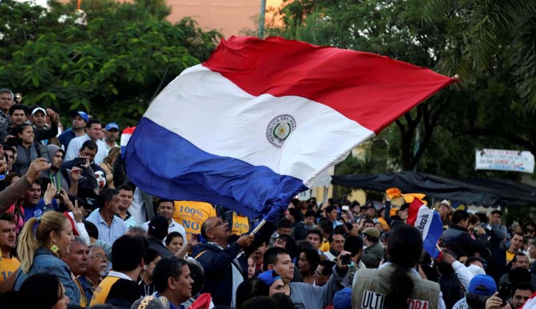 Miles de paraguayos celebraron la decisión de la Cámara de Diputados al rechazar la reelección presidencial.